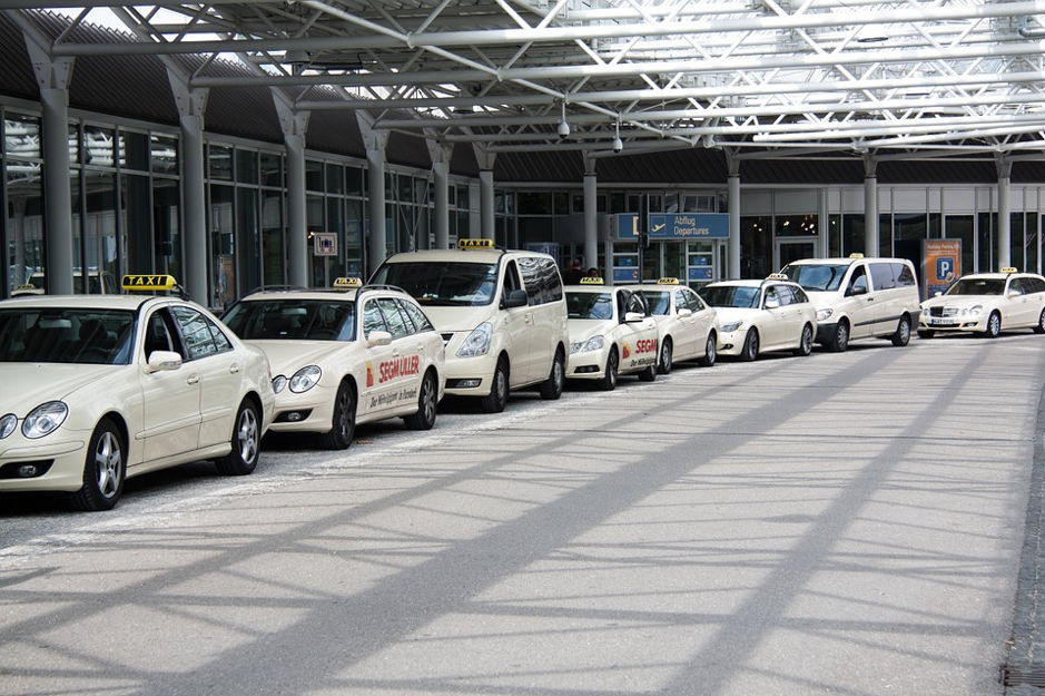 9 Tips to hire Heathrow airport taxis from Eastbourne