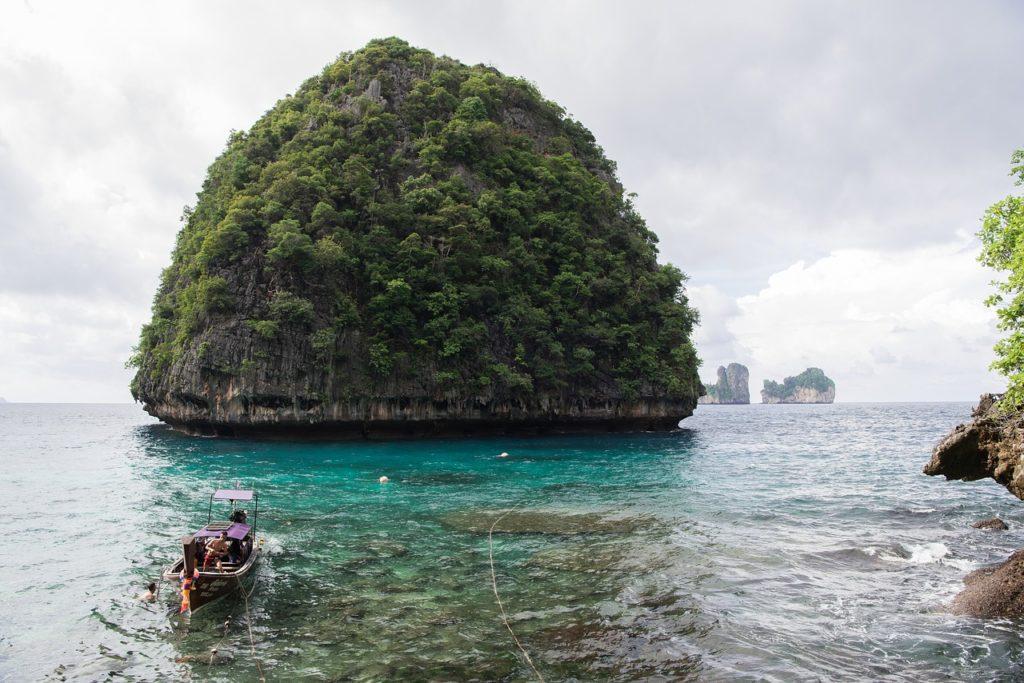 Maya Bay Beach, Maya Bay, Phi Phi Island, Thailand - Ibandhu